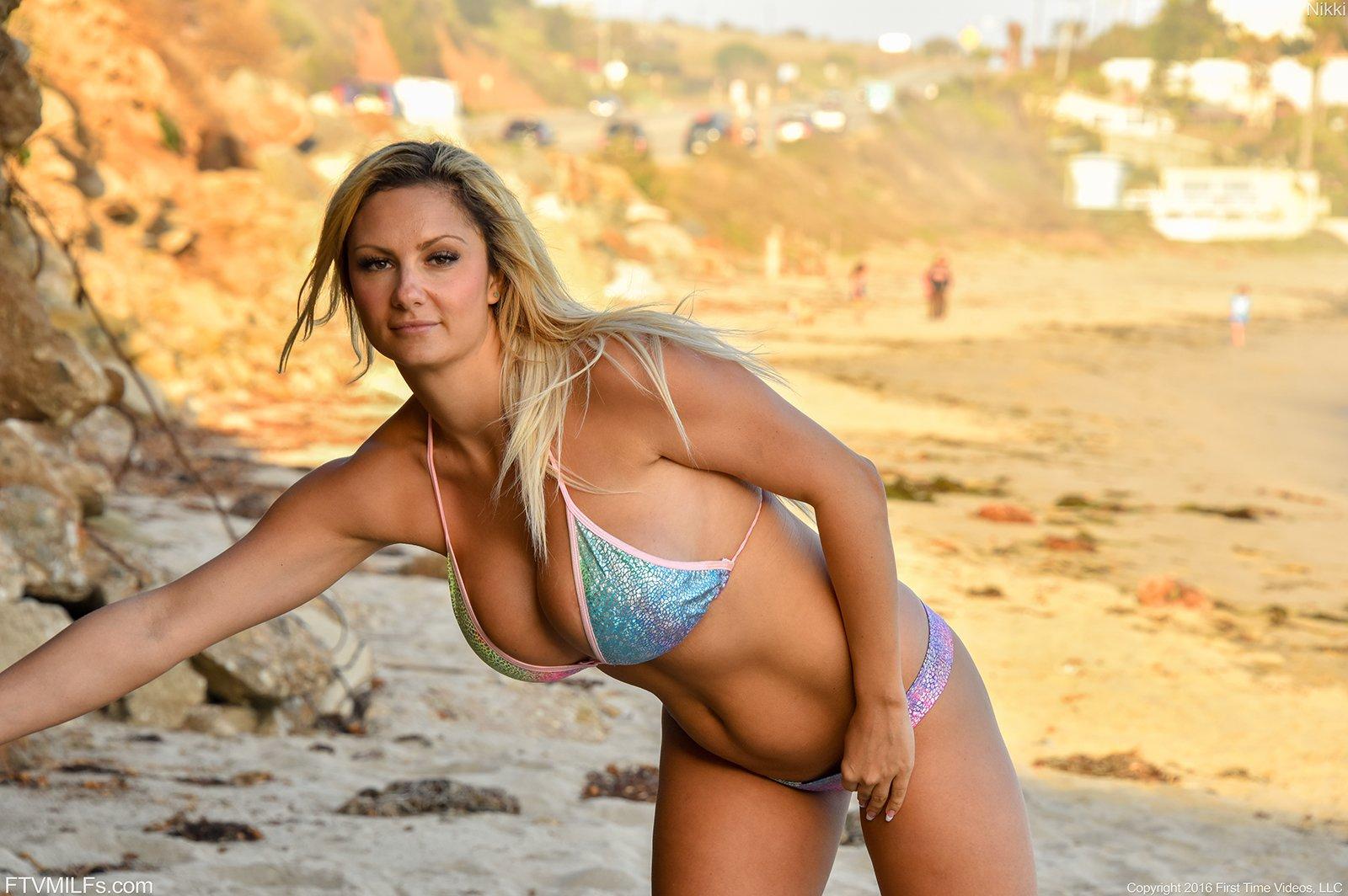 Best Blonde Exhibitionist Nude Outdoor Posing Photos